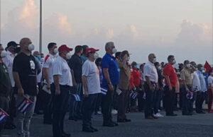 Manifestantes cubanos en apoyo a la revolución
